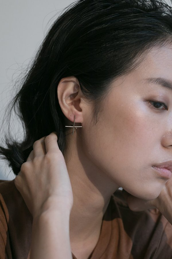 GOLD CALLIGRAPHIC EAR PIN
