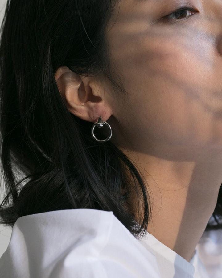 SILVER ODETTE HOOP EARRING