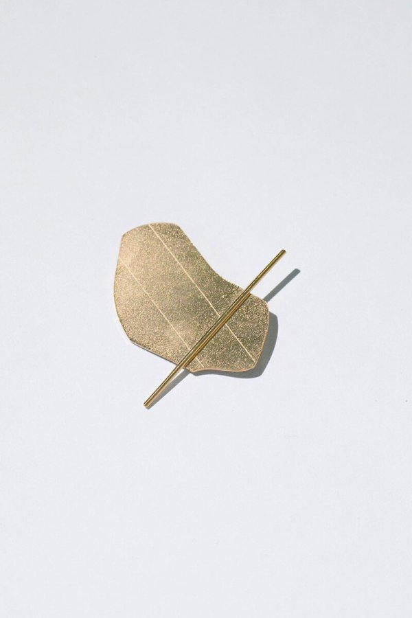 GOLD BLOB BROOCH